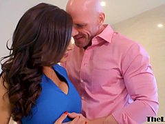 Wonderful mom lisa ann makes out johnny sins and milkshot