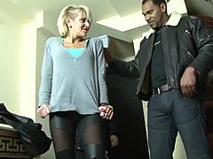 Older natural blonde queen cthis chabating on companion with ebony playmate he watches 'em fuck